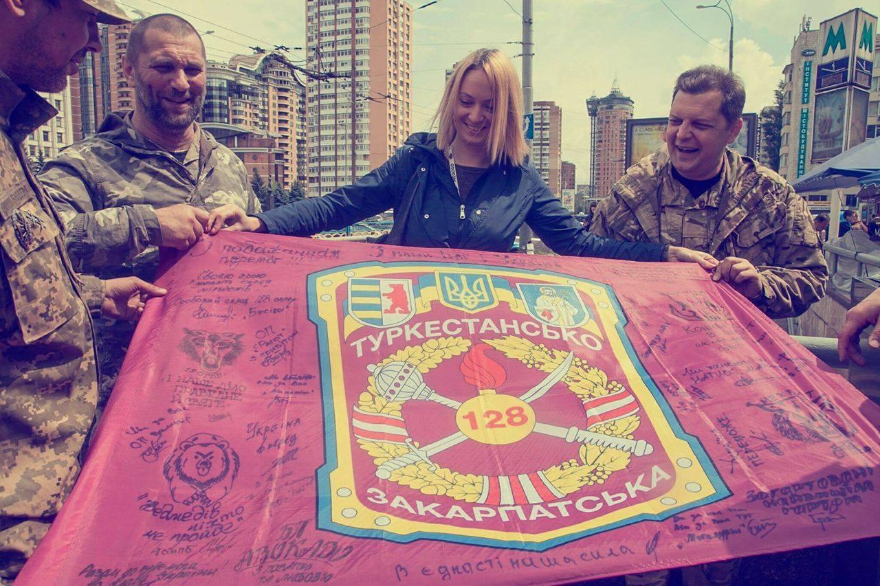 Байки і прапори: Захисники Луганського аеропорту святкують день народження - фото 3