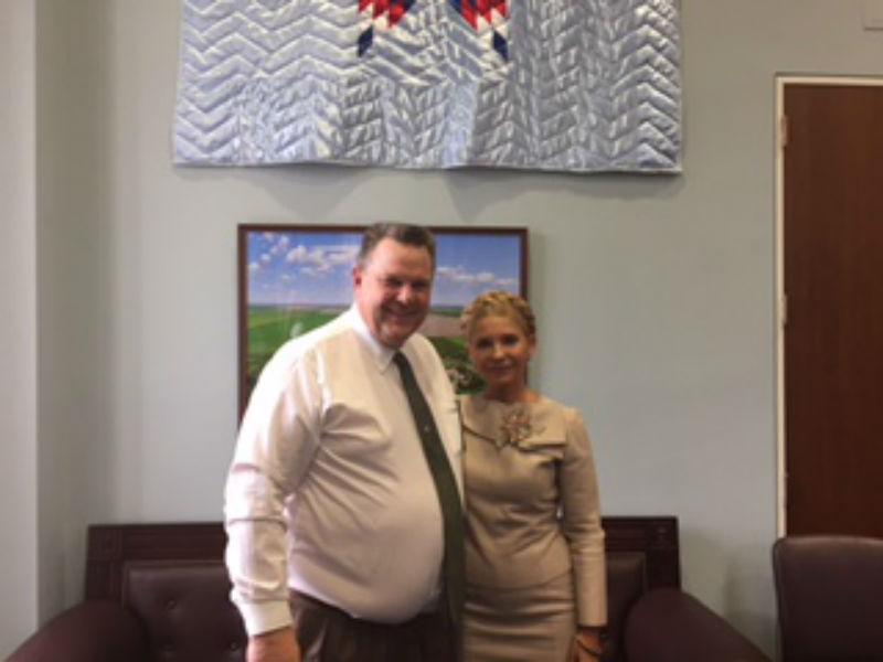 Тимошенко попозувала з американськими сенаторами (ФОТО) - фото 1