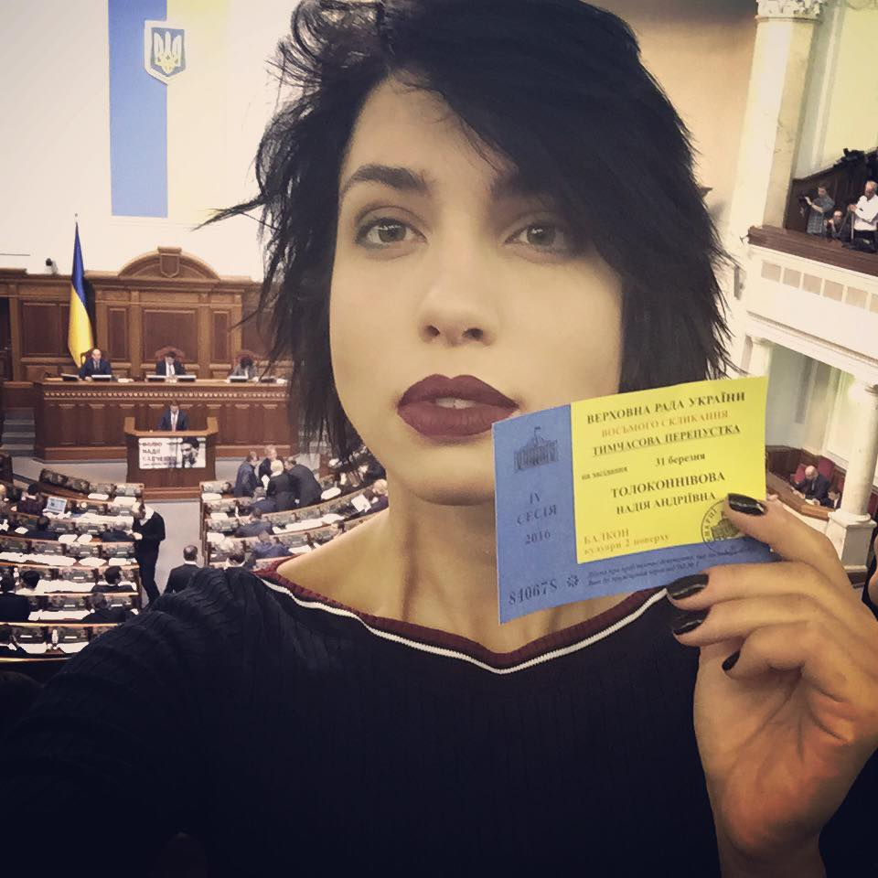 Як учасниця Pussy Riot тусила в Раді і дивувалася харчам нардепів - фото 1