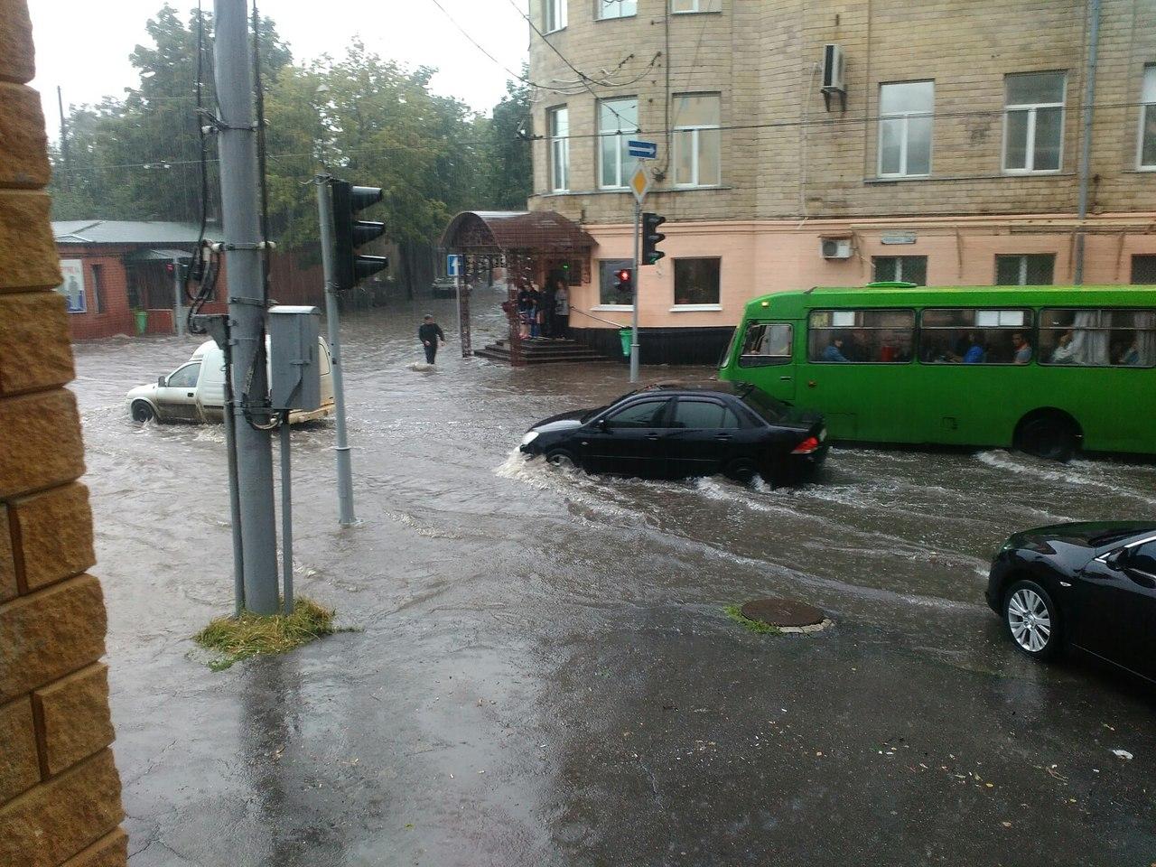 Потужна злива перетворила Харків на Венецію  - фото 1