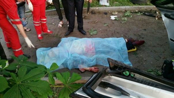 """У Вінниці знову о 4 ранку розбилась сіра """"БМВ"""": Водій мертвий - фото 4"""