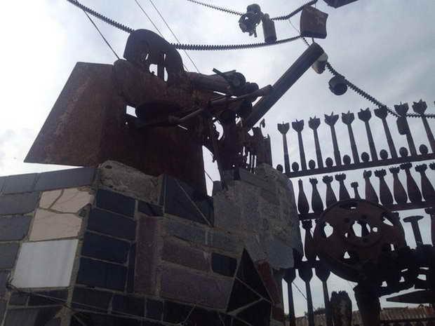 Гражданин Мелитополя построил забор избоеприпасов