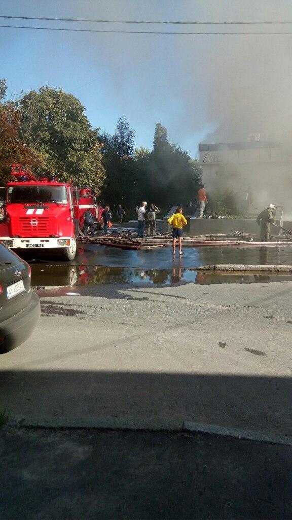 У центрі Харкова пожежа у багатоповерхівці - фото 1