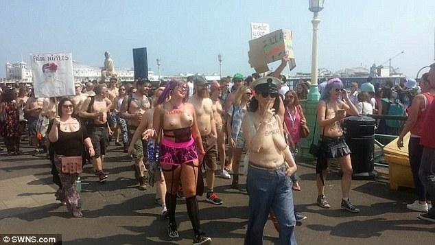 """""""Звільни сосок"""": Сотня жінок оголила груди проти забобон - фото 1"""