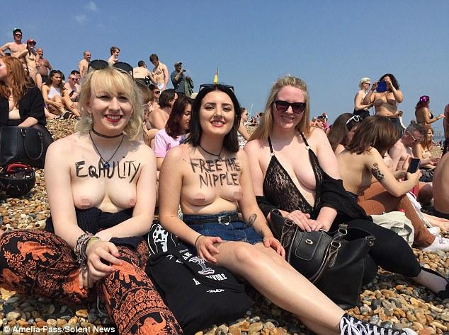 """""""Звільни сосок"""": Сотня жінок оголила груди проти забобон - фото 2"""