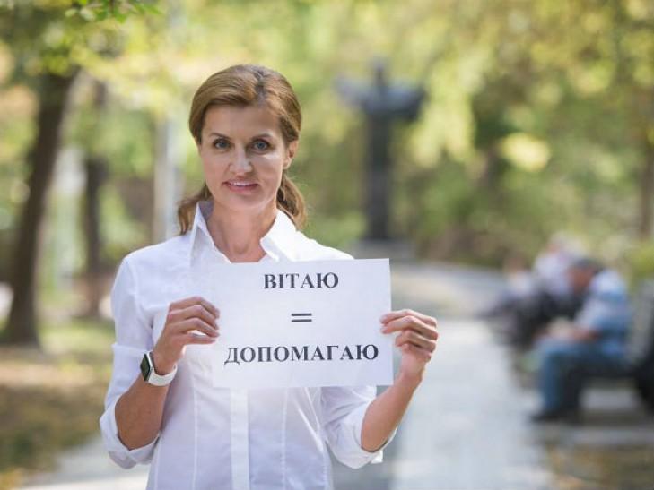 Мокра і з дорогою сумкою: Фотоісторія першої леді Марини Порошенко - фото 6