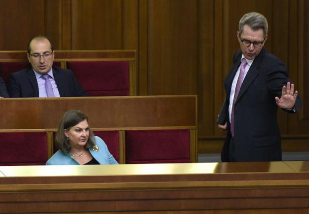 Як змінювали Конституцію, а Порошенко Ляшка переспівав (ФОТОРЕПОРТАЖ) - фото 1