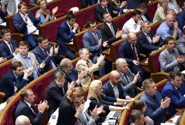 Як змінювали Конституцію, а Порошенко Ляшка переспівав (ФОТОРЕПОРТАЖ) - фото 5