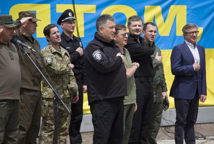"""Як Аваков зібрав роту """"піджаків"""" у Раді - фото 2"""