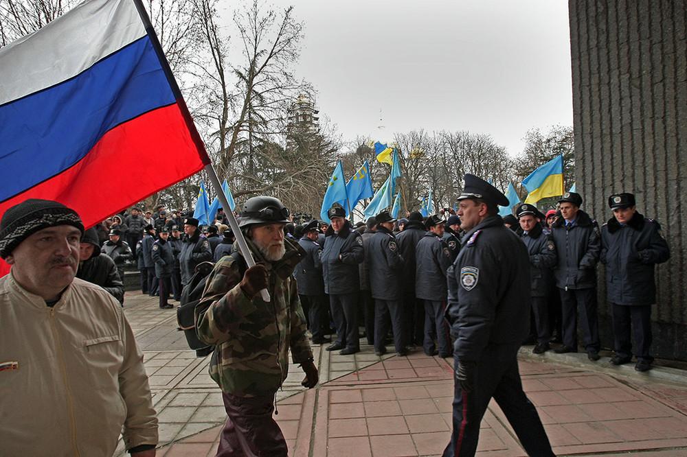 Хроніки окупації Криму: мітинг 26 лютого - фото 4