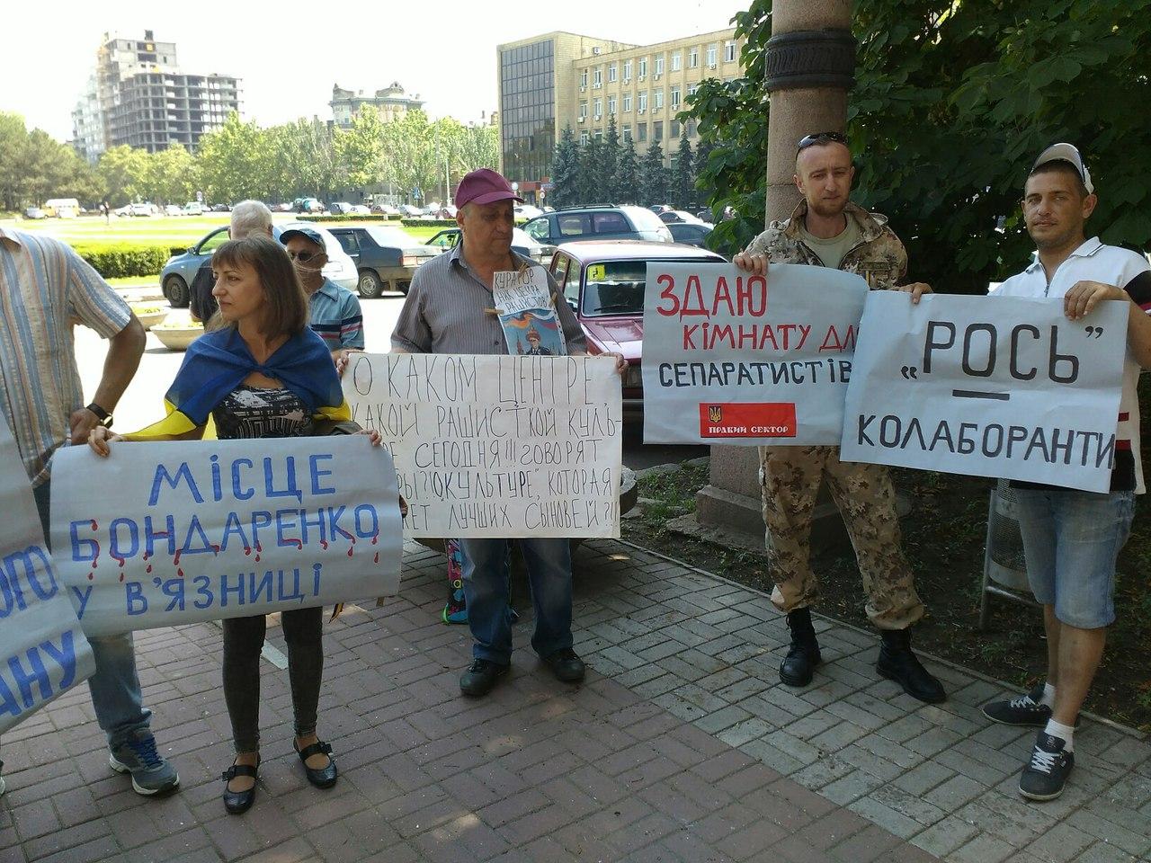 У Миколаєві під міськрадою зібрався пікет проти головної сепаратистки міста - фото 2