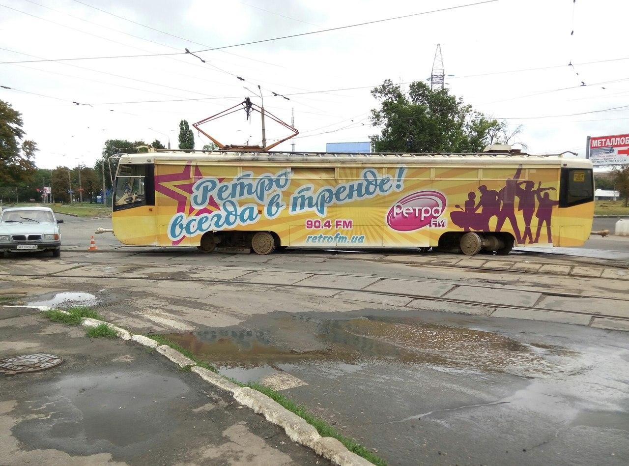 У Харкові трамвай не втримався на рейках - фото 1