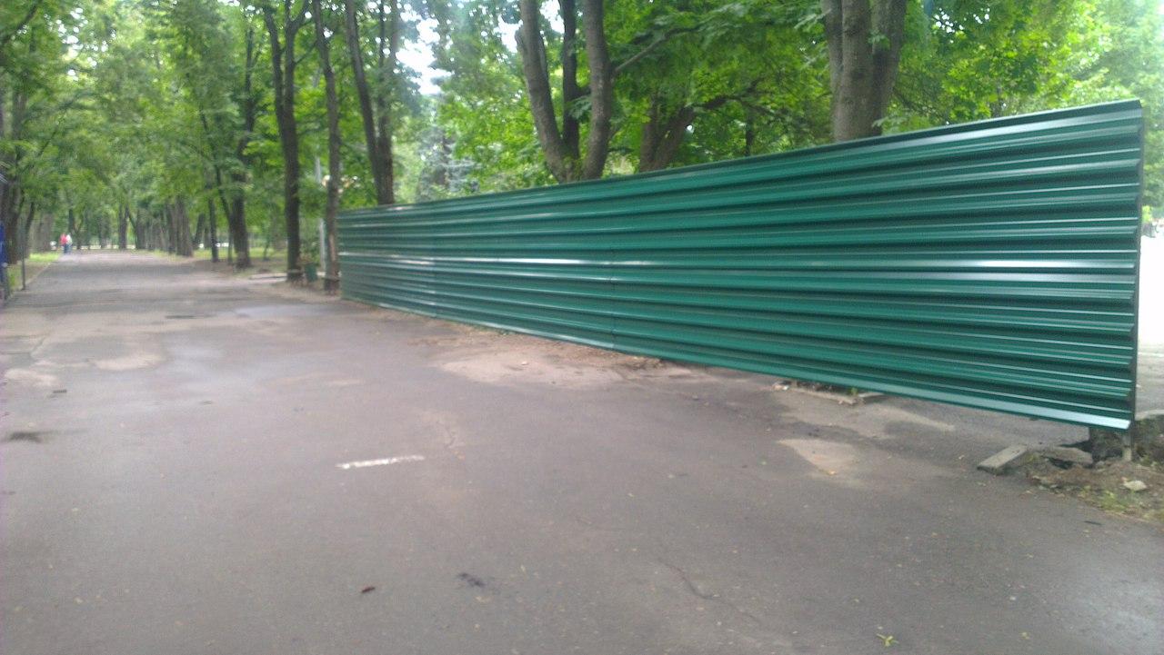 Сад Шевченка сховали за парканом  - фото 1