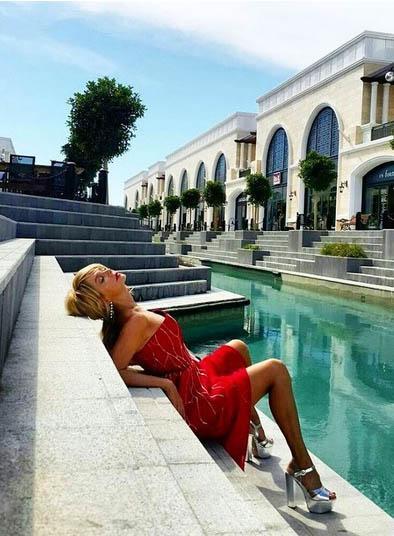 Валерія розчепірила ноги в Туреччині - фото 1