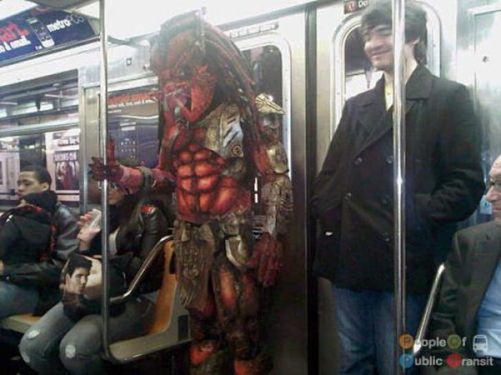 35 неймовірних диваків у метро - фото 4