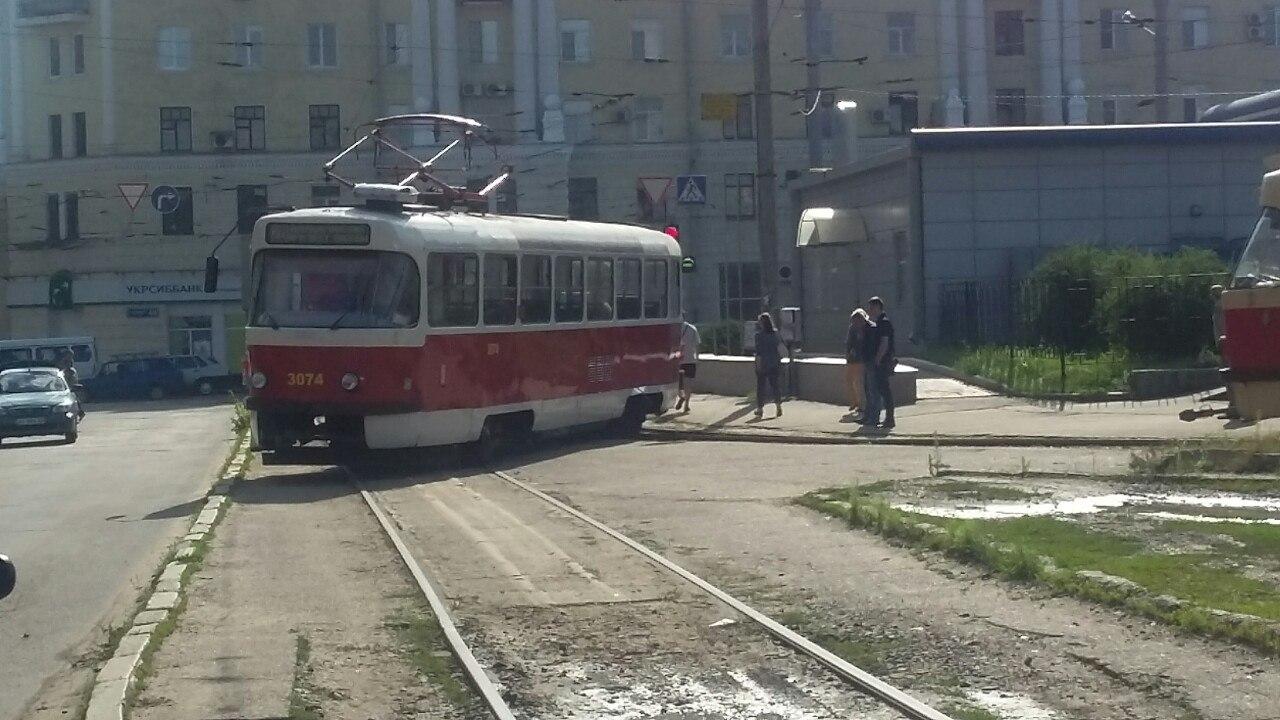 Біля Південного вокзалу трамвай не втримався на рейках - фото 1