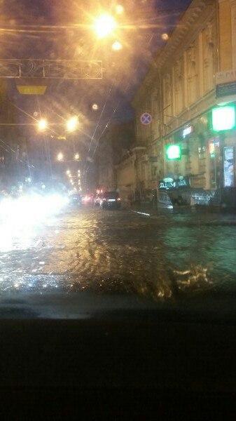 Злива перетворила Харків на Венецію (ВІДЕО, ФОТО)   - фото 1