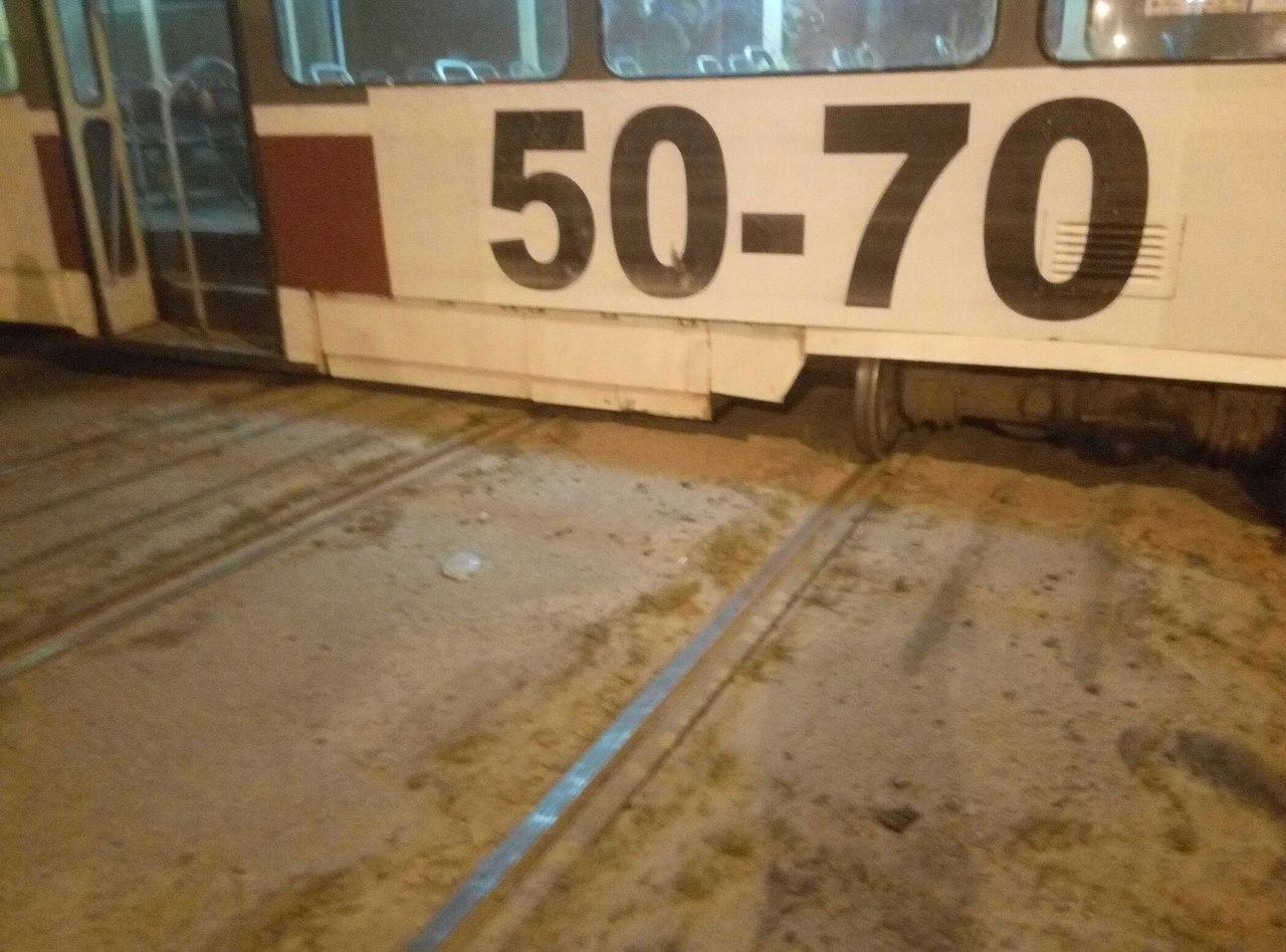 У Харкові трамвай злетів із рейок та перекрив вулицю - фото 3