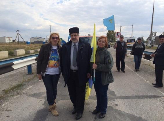 """Кримські татари заблокували """"кордон"""" з окупованим Кримом - фото 1"""