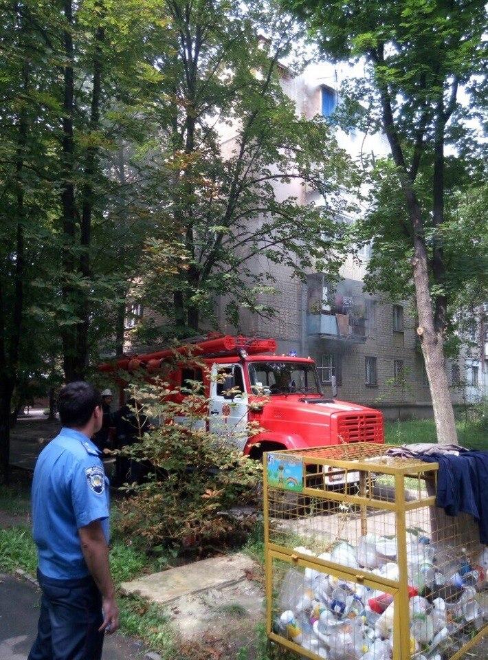 У Харкові півтора десятка пожежних гасили палаючу п'ятиповерхівку - фото 1