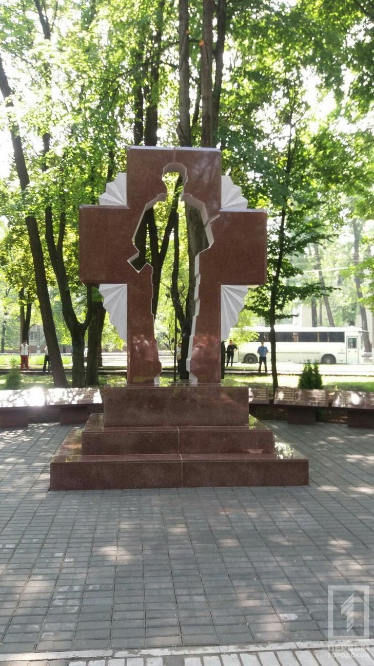 У Кривому Розі відкрили ще один пам'ятник загиблим в АТО - фото 2