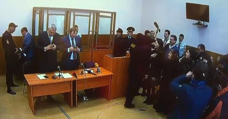 У суді над Савченко заспівали гімн України - фото 1