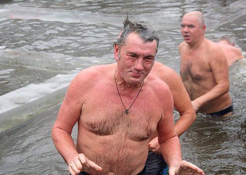 Як політики мочили голе тіло в ополонці - фото 2