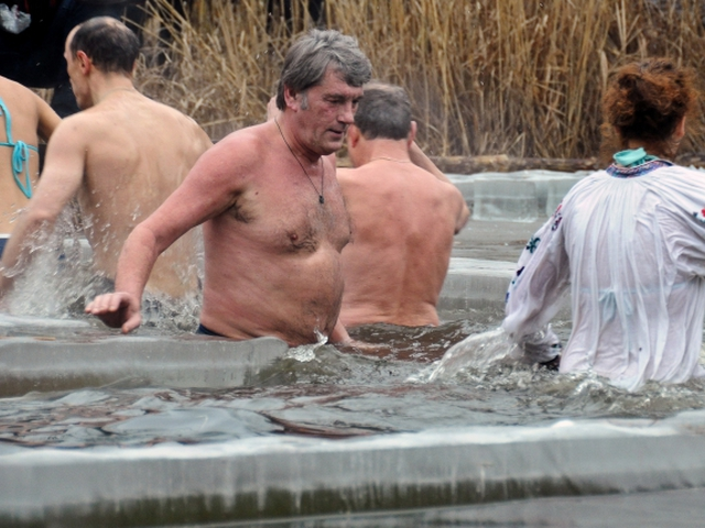 Голое купание в крещение фото