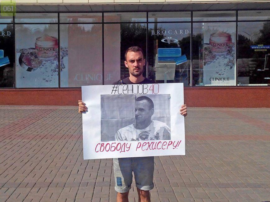 Як українці жестами і пікетами вітають Сенцова з ювілеєм - фото 7