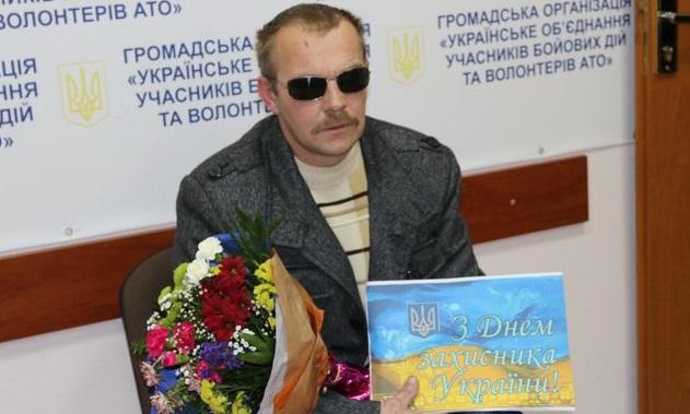 Вінничани зібрали гроші для земляка, який втратив на війні руку і зір - фото 2