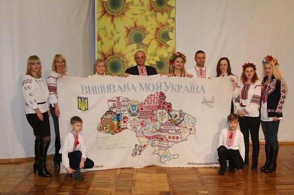 У Кам'янську презентували українську карту-вишиванку - фото 1