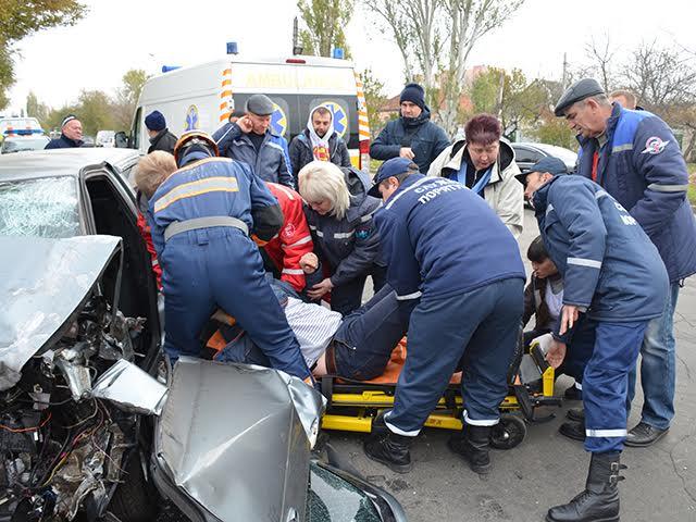 У жахливій ДТП на Троїцькій постраждало чотири особи