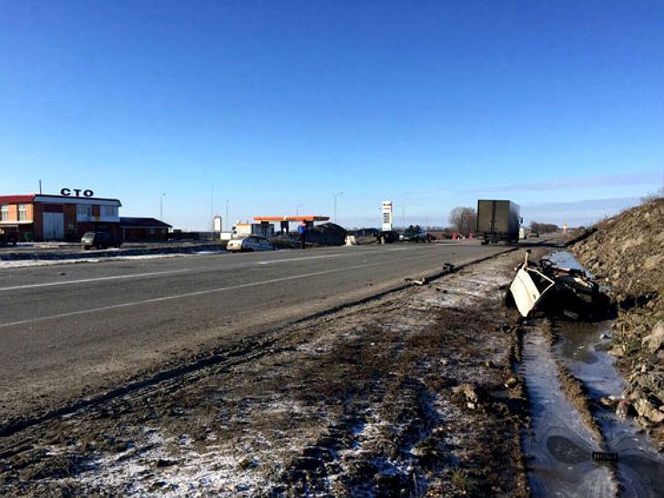 В ДТП на Полтавщині автівку розірвало навпіл: водій відбувся лише струсом мозку - фото 1