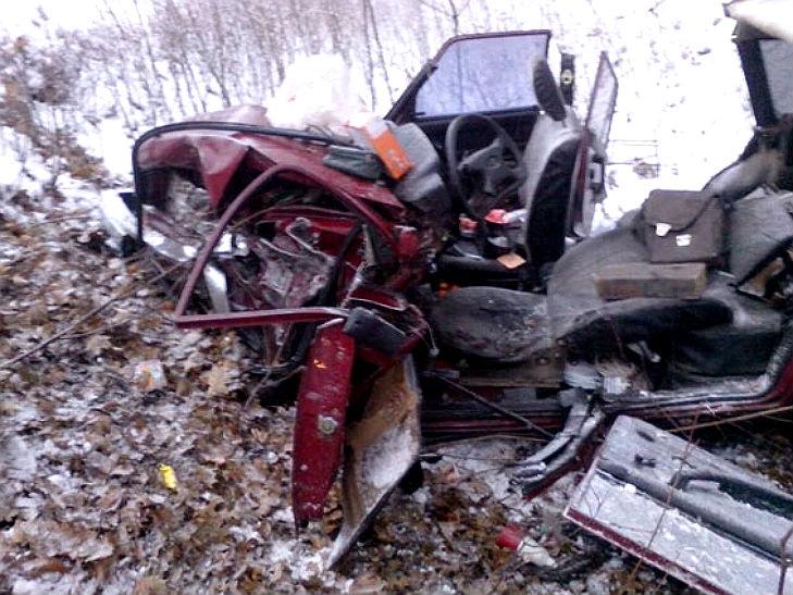 На Полтавщині сталося ДТП: одну автівку розірвало на шматки - фото 1