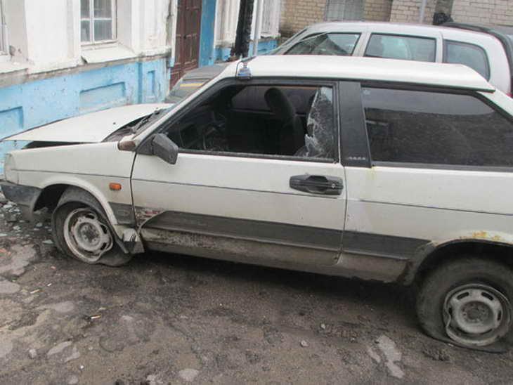 """П'яний мелітополець на """"жигулях"""" побив поліцейську автівку - фото 2"""