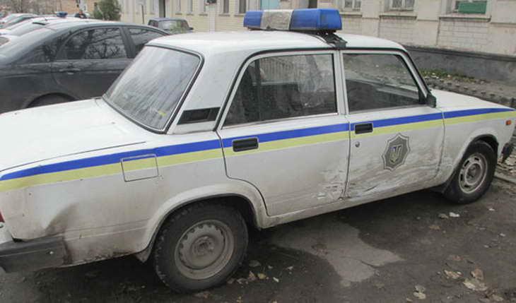 """П'яний мелітополець на """"жигулях"""" побив поліцейську автівку - фото 1"""
