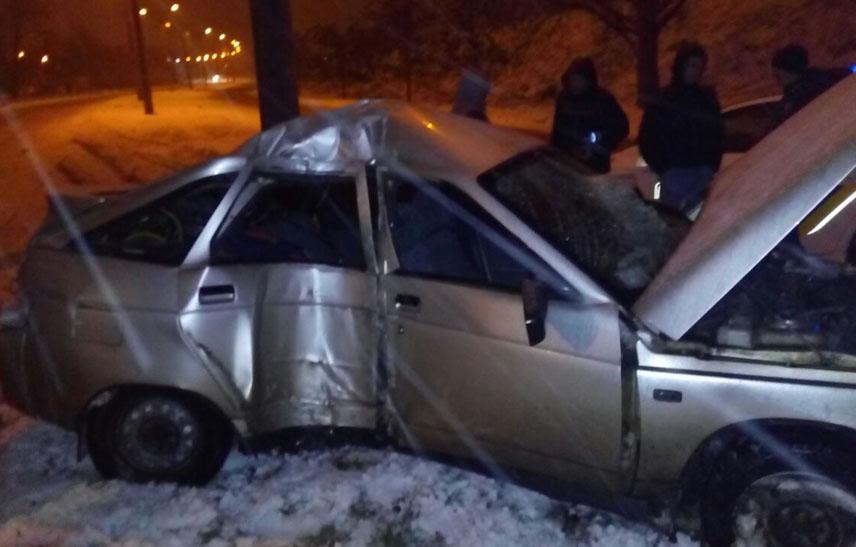 У Запоріжжі водій розтрощив своє авто через слизьку дорогу - фото 1
