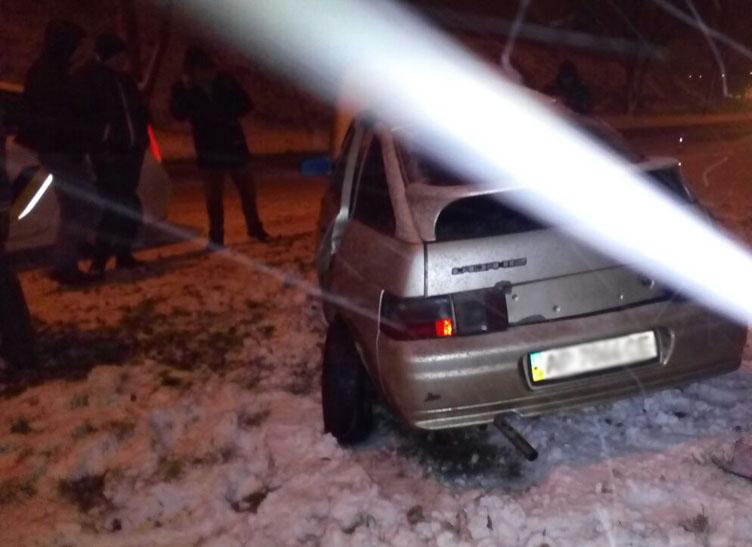 У Запоріжжі водій розтрощив своє авто через слизьку дорогу - фото 3