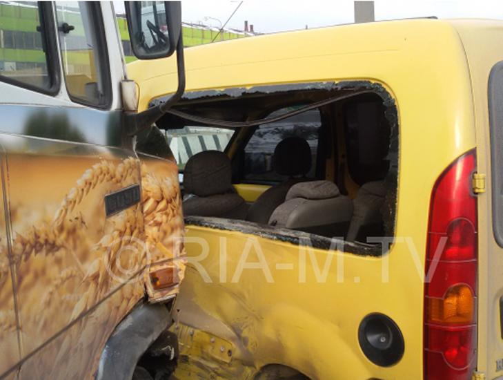 У Мелітополі маршрутка з пасажирами потрапила в ДТП  - фото 1