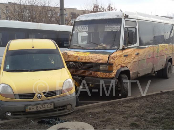 У Мелітополі маршрутка з пасажирами потрапила в ДТП  - фото 3