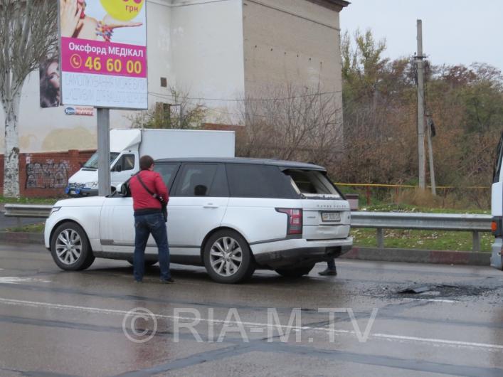 У Мелітополі вантажівка протаранила дорогу іномарку - фото 1