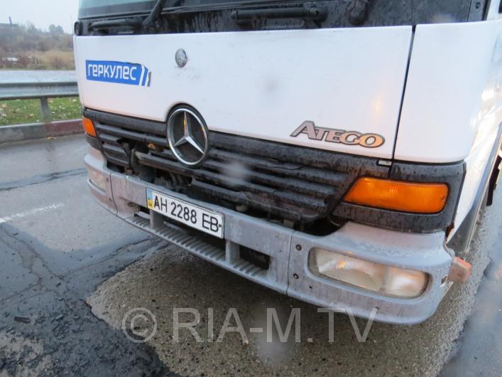 У Мелітополі вантажівка протаранила дорогу іномарку - фото 6
