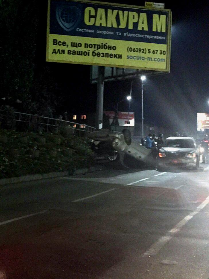 У Запорізькій області під час ДТП машину перевернуло на дах (ФОТО, ВІДЕО) - фото 1