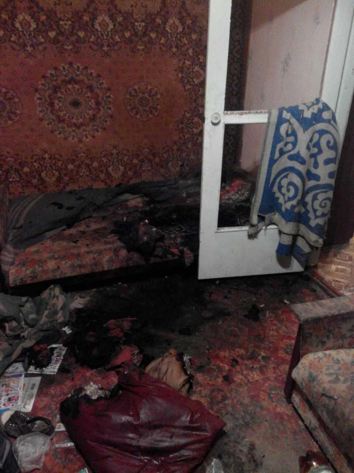 У Мелітополі чоловік ледь не згорів разом з диваном - фото 1