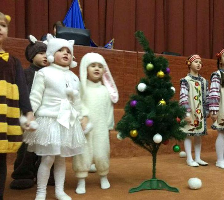На сесії Полтавської облради танцювали балет  - фото 2
