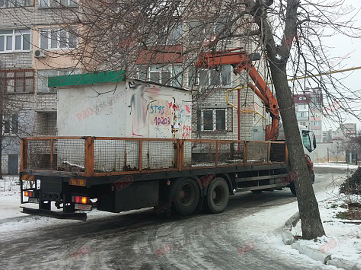 У Бердянську прибирають МАФи - фото 2