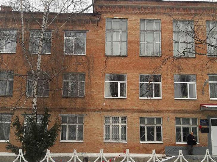 У Полтаві тріснула будівля середньої школи №11 - фото 2