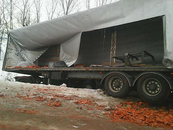 Поблизу Полтави ватажівка з цеглою потрапила в ДТП - фото 1