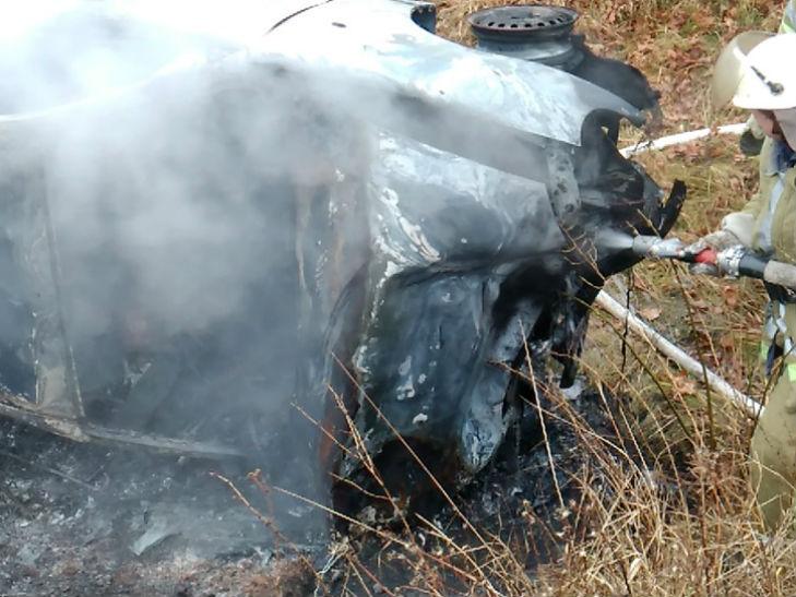 """На Полтавщині """"Ланос"""" зіткнувся з вантажівкою і вщент згорів у кюветі - фото 1"""