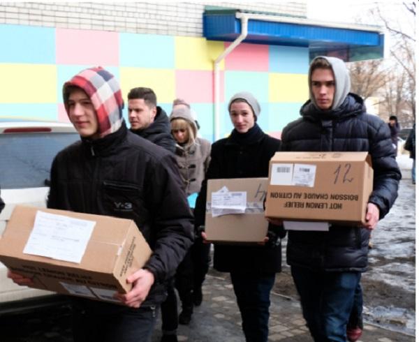 Школярі Дніпра відправили бійцям АТО до Різдва посилки з ліками - фото 1